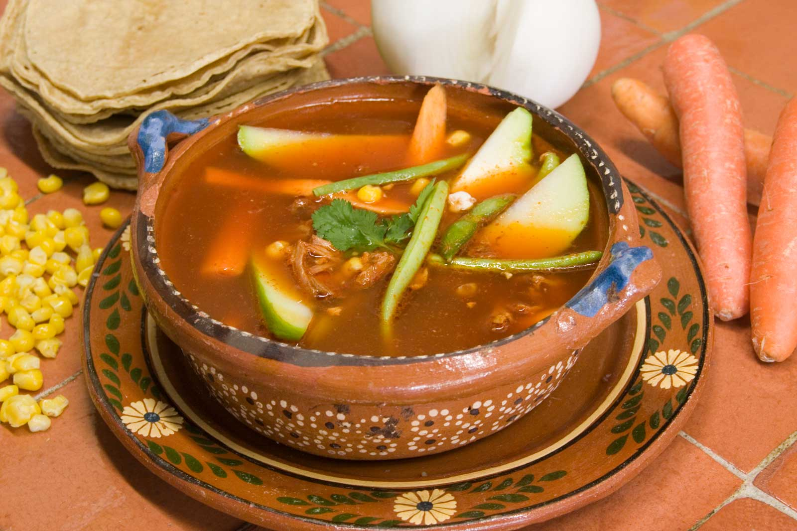 Del fogón a la boca  /  Recetas de la Comida Tradicional de Puebla: ¡A darle que es Mole de Olla!