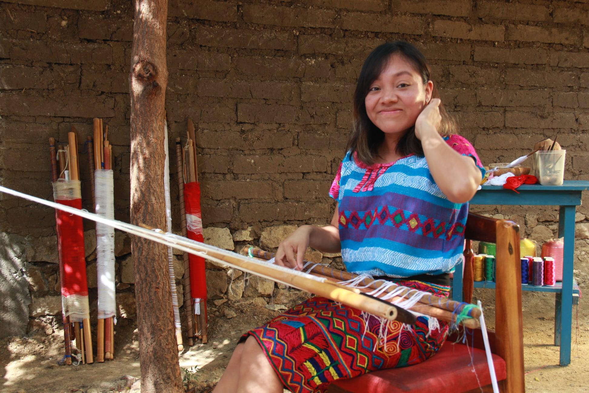La felicidad de Dalia Guadalupe, tejedora tzotzil,  Premio Conmemorativo Textil Bicentenario 2021  / VIDEO